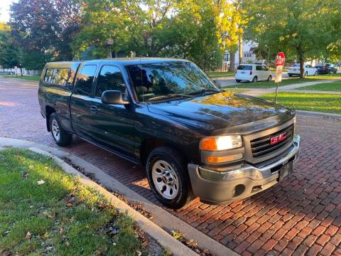 2005 GMC Sierra 1500 for sale at RIVER AUTO SALES CORP in Maywood IL