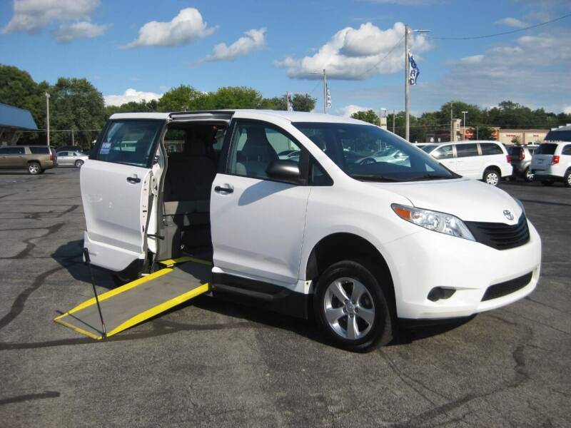 2017 Toyota Sienna for sale at McCrocklin Mobility in Middletown IN