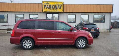 2015 Chrysler Town and Country for sale at Parkway Motors in Springfield IL