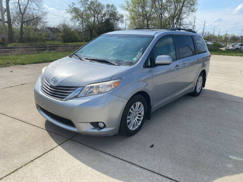 2011 Toyota Sienna for sale at Mr. Auto in Hamilton OH