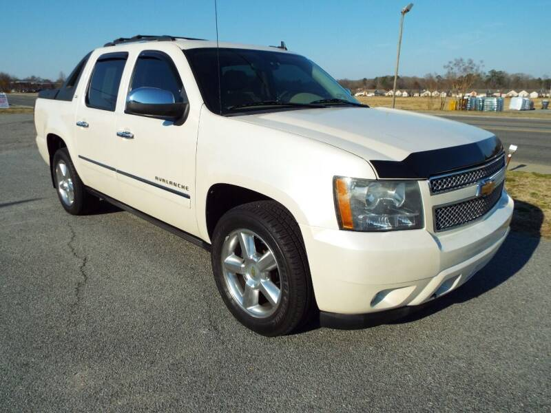 2011 Chevrolet Avalanche for sale at USA 1 Autos in Smithfield VA