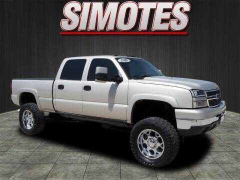 2005 Chevrolet Silverado 2500HD for sale at SIMOTES MOTORS in Minooka IL