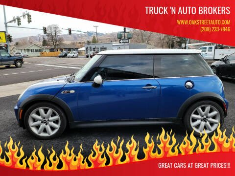 2005 MINI Cooper for sale at Truck 'N Auto Brokers in Pocatello ID