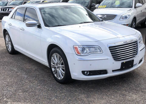 2013 Chrysler 300 for sale at El Tucanazo Auto Sales in Grand Island NE