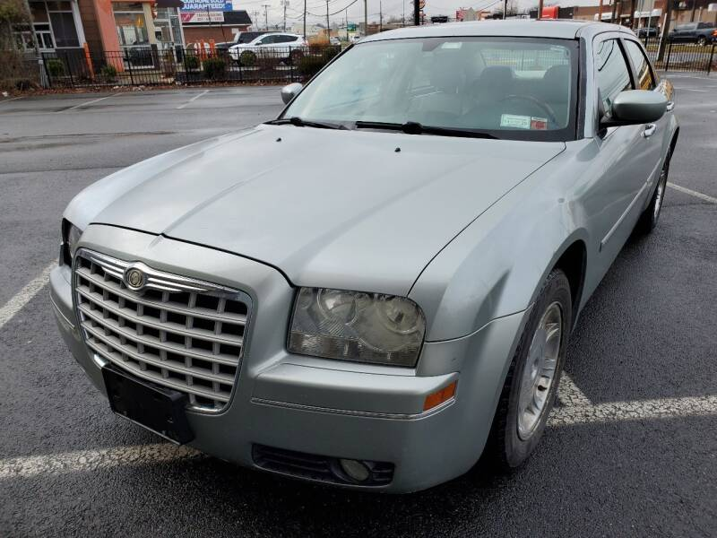 2006 Chrysler 300 for sale at MAGIC AUTO SALES in Little Ferry NJ