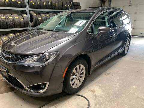 2018 Chrysler Pacifica for sale at Integrity Auto LLC in Sheldon VT