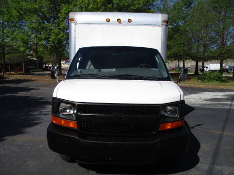 2006 Chevrolet Express Cutaway for sale at LOS PAISANOS AUTO & TRUCK SALES LLC in Peachtree Corners GA