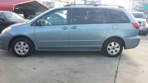 2005 Toyota Sienna for sale at Dubik Motor Company in San Antonio TX