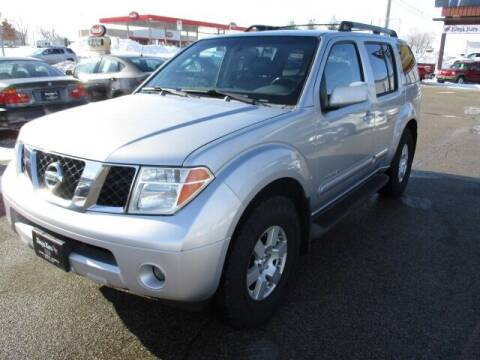 2005 Nissan Pathfinder for sale at King's Kars in Marion IA