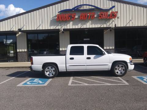 2006 GMC Sierra 1500 for sale at DOUG'S AUTO SALES INC in Pleasant View TN