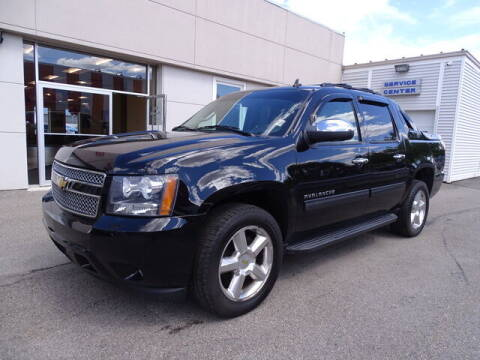 2013 Chevrolet Avalanche for sale at KING RICHARDS AUTO CENTER in East Providence RI