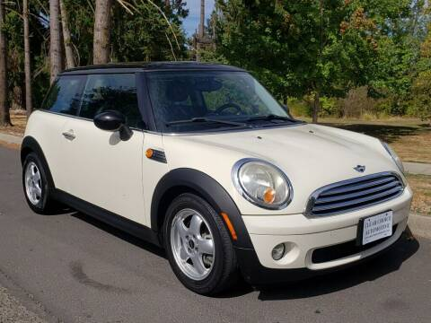 2010 MINI Cooper for sale at CLEAR CHOICE AUTOMOTIVE in Milwaukie OR