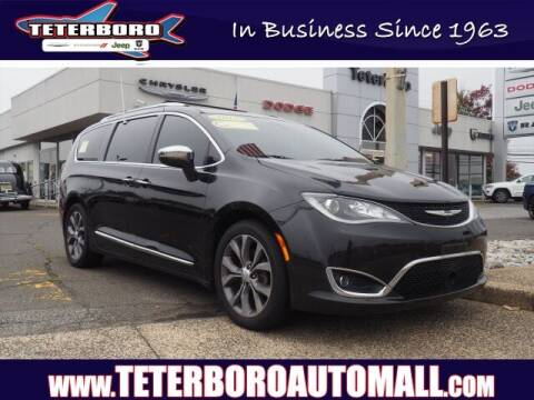 2017 Chrysler Pacifica for sale at TETERBORO CHRYSLER JEEP in Little Ferry NJ