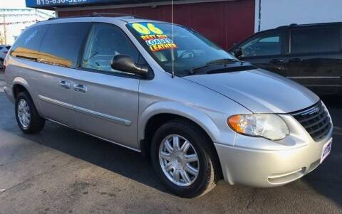 2006 Chrysler Town and Country for sale at Latino Motors in Aurora IL