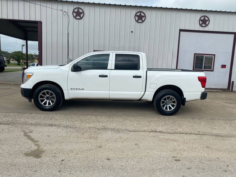 2017 Nissan Titan for sale at Circle T Motors INC in Gonzales TX