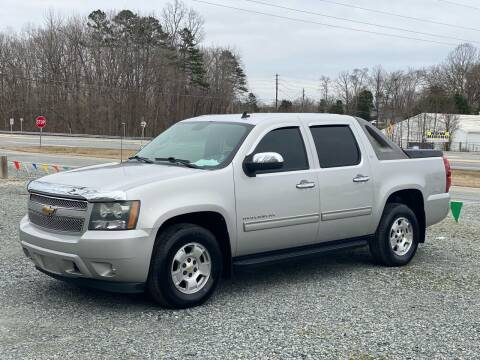 2011 Chevrolet Avalanche for sale at Charlie's Used Cars in Thomasville NC