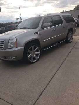 2007 Cadillac Escalade ESV for sale at El Rancho Auto Sales in Marshall MN