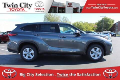 2021 Toyota Highlander Hybrid for sale at Twin City Toyota in Herculaneum MO