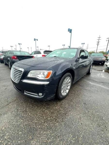 2011 Chrysler 300 for sale at R&R Car Company in Mount Clemens MI