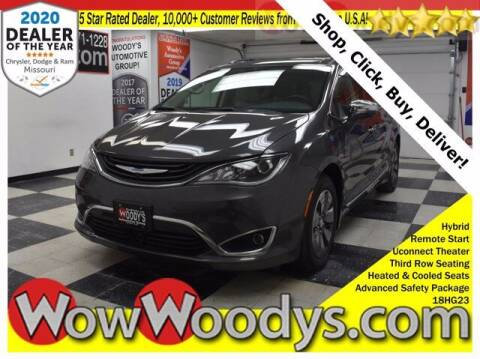2018 Chrysler Pacifica Hybrid for sale at WOODY'S AUTOMOTIVE GROUP in Chillicothe MO