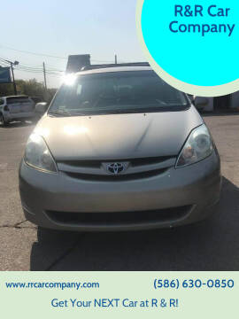2006 Toyota Sienna for sale at R&R Car Company in Mount Clemens MI