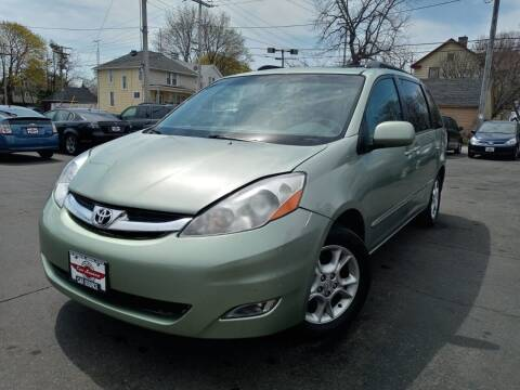 2006 Toyota Sienna for sale at Your Car Source in Kenosha WI