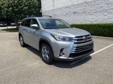 2018 Toyota Highlander for sale at Select Auto in Smithtown NY