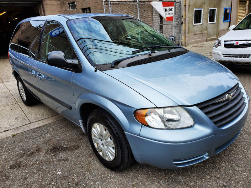 2006 Chrysler Town and Country for sale at Discount Auto Sales in Passaic NJ