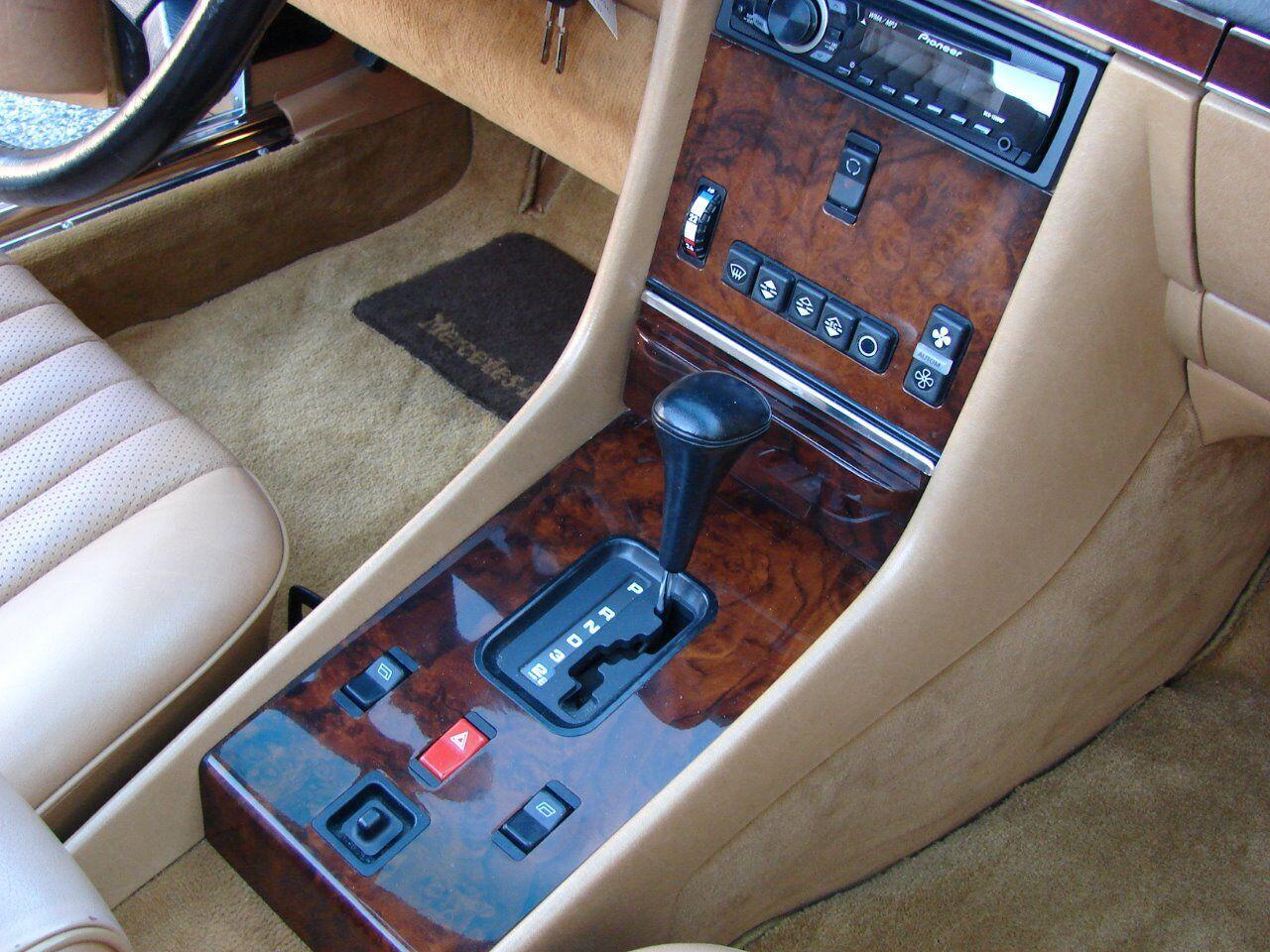 1986 Mercedes-Benz 560-Class 16