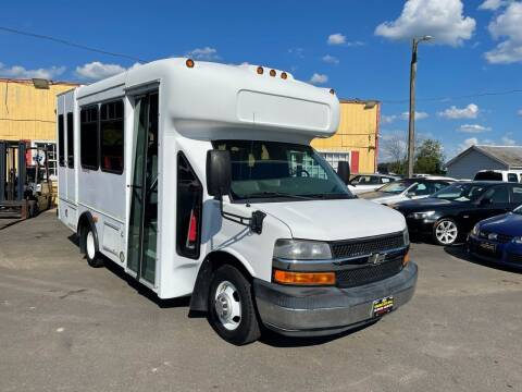 2008 Chevrolet Express Cutaway for sale at Virginia Auto Mall in Woodford VA