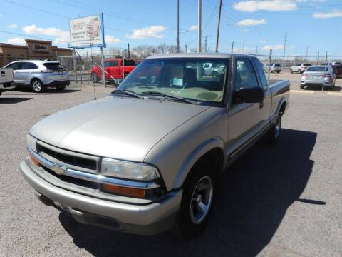 2000 Chevrolet S-10 for sale at AUGE'S SALES AND SERVICE in Belen NM