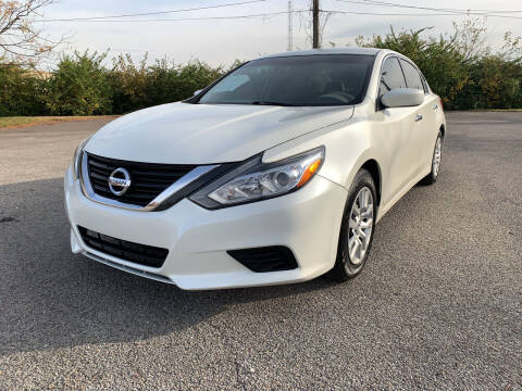 2016 Nissan Altima for sale at Craven Cars in Louisville KY