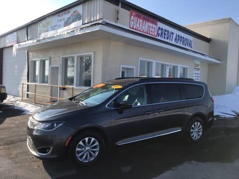 2017 Chrysler Pacifica for sale at Suarez Auto Sales in Port Huron MI