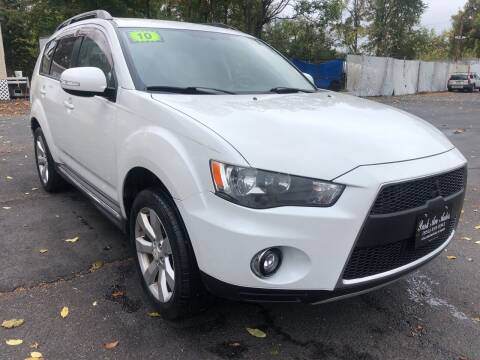 2010 Mitsubishi Outlander for sale at PARK AVENUE AUTOS in Collingswood NJ