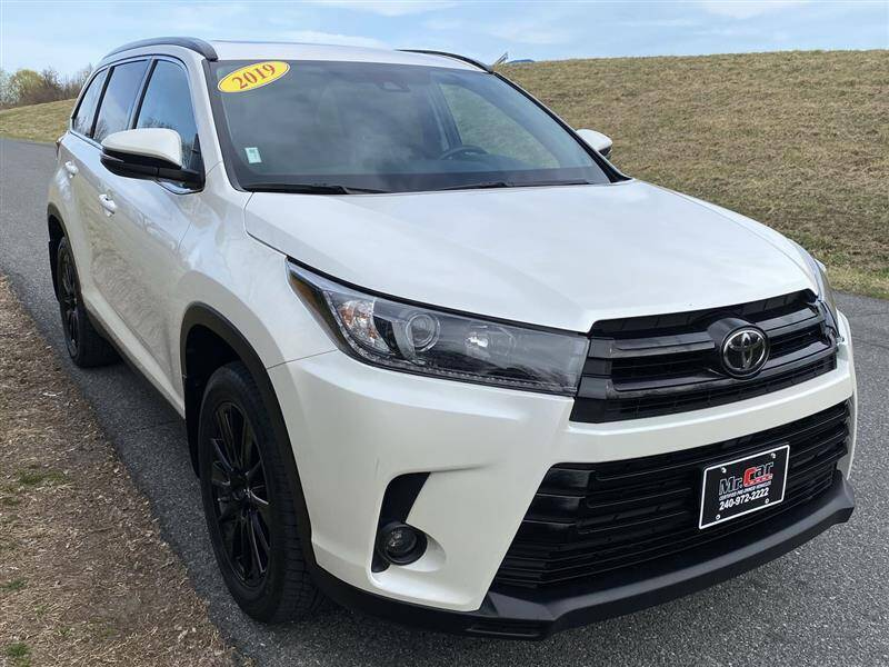 2019 Toyota Highlander for sale at Mr. Car City in Brentwood MD