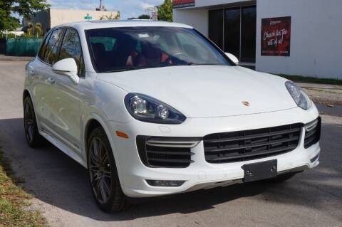 2016 Porsche Cayenne for sale at SUPER DEAL MOTORS in Hollywood FL