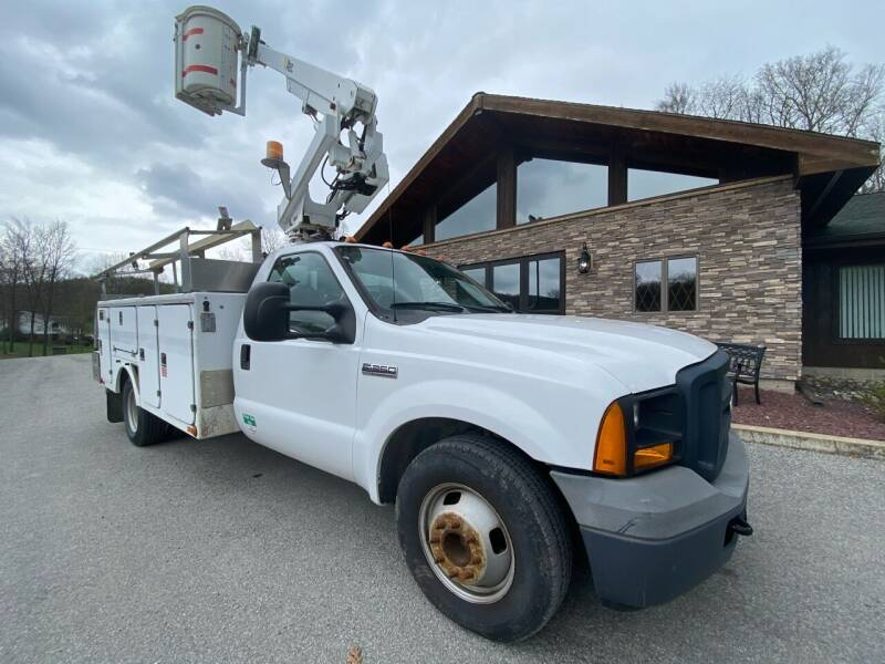 2006 Ford F-350 Super Duty for sale at Griffith Auto Sales in Home PA