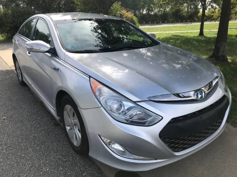 2013 Hyundai Sonata Hybrid for sale at CarNYC.com in Staten Island NY