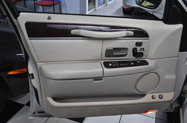 2006 Lincoln Town Car Signature L 4dr Sedan - Pompano Beach FL