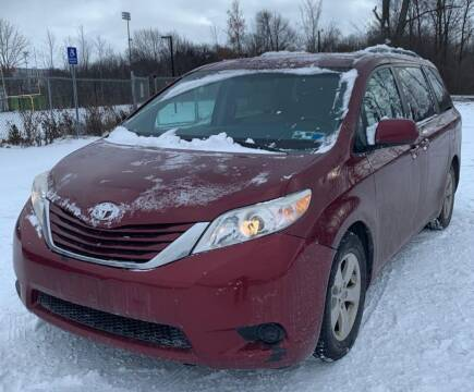 2015 Toyota Sienna for sale at The Bengal Auto Sales LLC in Hamtramck MI