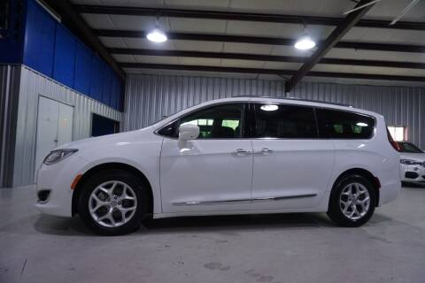 2017 Chrysler Pacifica for sale at SOUTHWEST AUTO CENTER INC in Houston TX