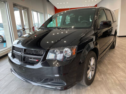2016 Dodge Grand Caravan for sale at Evolution Autos in Whiteland IN