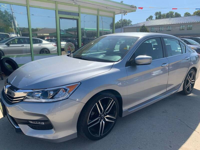 2016 Honda Accord for sale at Super Trooper Motors in Madison WI