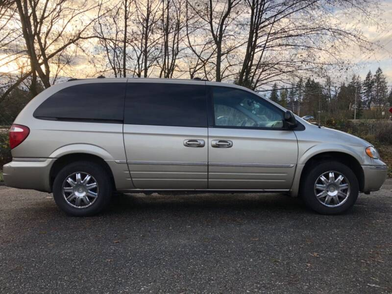 2006 Chrysler Town and Country for sale at Grandview Motors Inc. in Gig Harbor WA