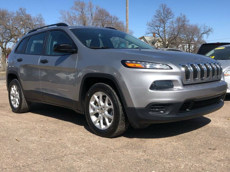2016 Jeep Cherokee for sale at El Tucanazo Auto Sales in Grand Island NE