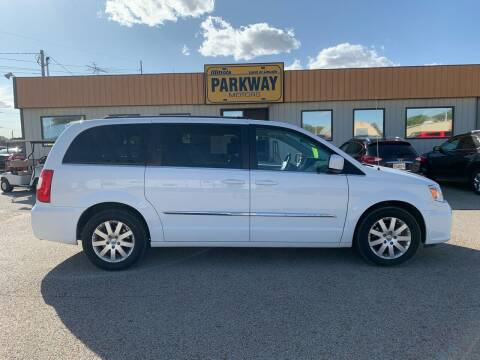 2016 Chrysler Town and Country for sale at Parkway Motors in Springfield IL
