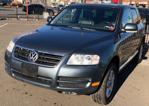 2006 Volkswagen Touareg for sale at MAGIC AUTO SALES in Little Ferry NJ