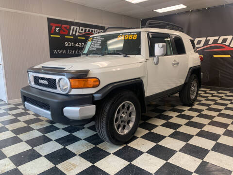 2013 Toyota FJ Cruiser for sale at T & S Motors in Ardmore TN
