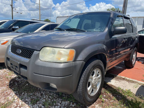 2004 Ford Escape for sale at EXECUTIVE CAR SALES LLC in North Fort Myers FL