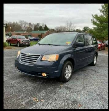 2008 Chrysler Town and Country for sale at BSA Pre-Owned Autos LLC in Hinton WV